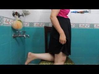 Desi Mallu Wife Showing Big Gaand