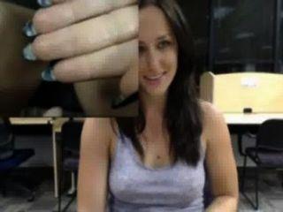 Vieja Sabrosa Masturbandose En Publico