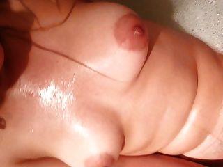 Renee folla con un amigo, despues de masturbarse en el bano